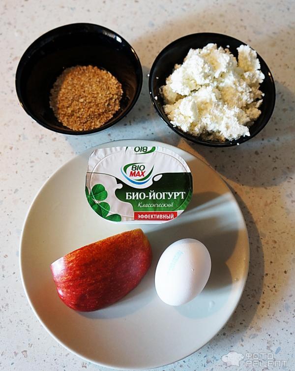 Пример фитнес-завтрака: био-йогурт, яйцо вкрутую, четверть яблока, обезжиренный творог, орехи